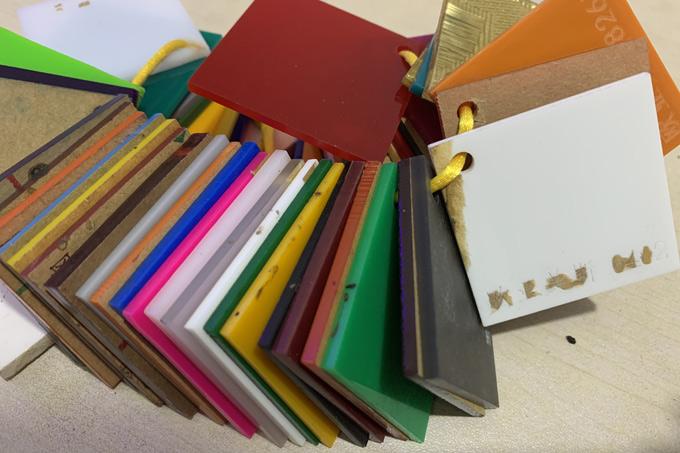 常见的发光字亚克力面板用多厚,颜色有哪些?